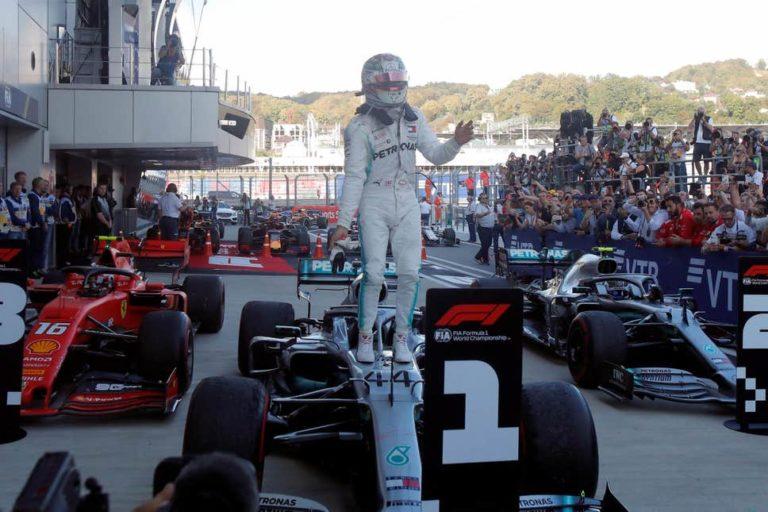 Formula 1, Russia: Hamilton e Bottas in festa, beffa atroce per le Ferrari