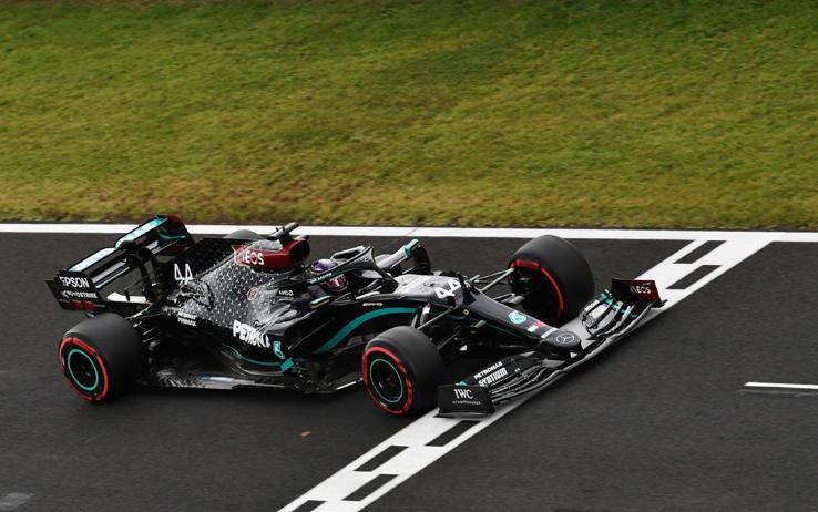 Formula 1, Ungheria: Hamilton non ha rivali, vince la gara e torna in testa al mondiale
