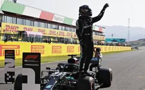 Formula 1, Italia (Mugello): Hamilton beffa Bottas, primo podio per Albon. Solo 12 piloti al traguardo